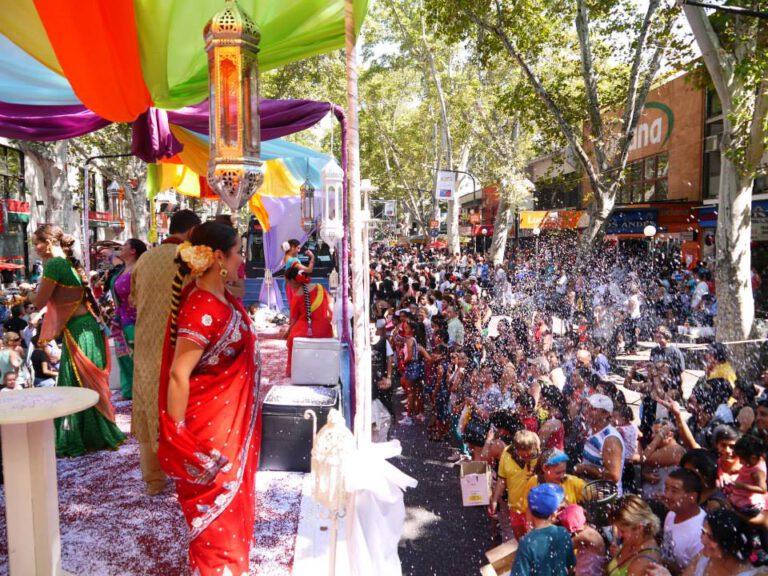 Carro representativo de India en el Carrusel de Vendimia en Mendozala Vendimia